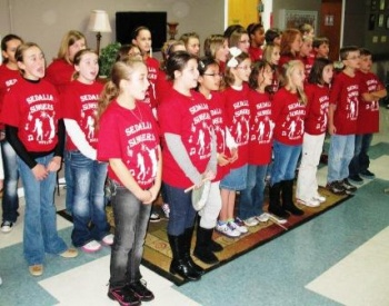 Graves County students sing for local nursing homes