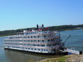 American Queen docks in Columbus -  travel in style