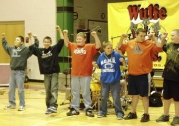 Symsonia Elementary students rock to '60s music with Wulfe Brothers