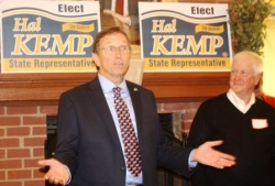 Kemp delivers stump speech: Gov. delivers dough