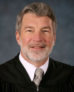 Kentucky Supreme Court Justice Schroder announces retirement