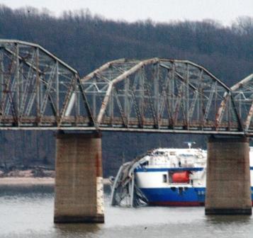 Small hit on Eggner's Ferry Bridge